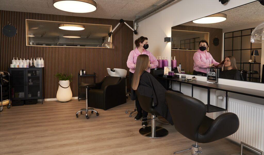 Frisøren hos juelsminde hudpleje og frisør